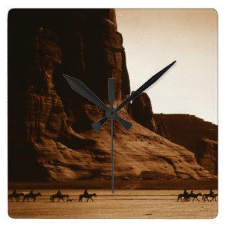 Jinetes de Navajo en el barranco de Chelly, Arizon Reloj Cuadrado