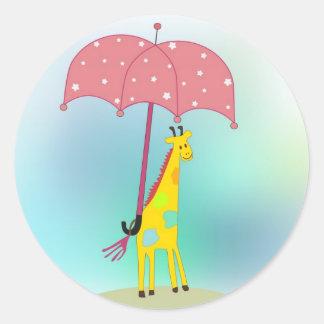 jirafa con el paraguas pegatina redonda