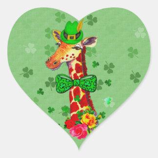 Jirafa del día de St Patrick Pegatina En Forma De Corazón