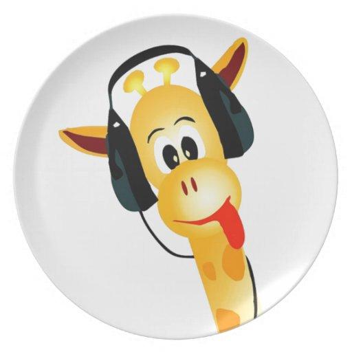 jirafa divertida con los auriculares plato de cena