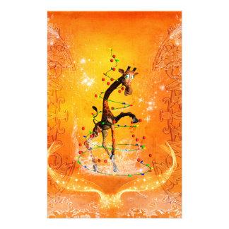 Jirafa linda con el árbol de navidad personalized stationery