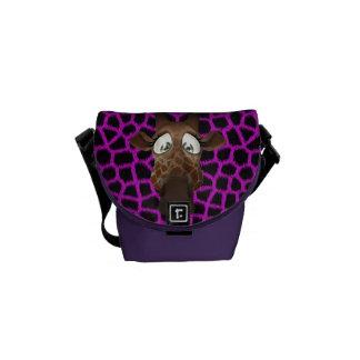 Jirafa linda del dibujo animado y modelo púrpura bolsas de mensajeria