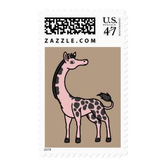 Jirafa rosa clara con los puntos negros estampilla