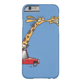 jirafa tonta divertida en un coche que conmuta funda de iPhone 6 barely there