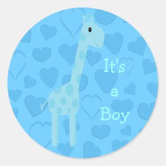 Jirafa y corazones azules lindos su un nuevo bebé pegatina redonda