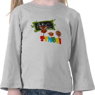 Jirafa y león del mono con una pizarra camisetas