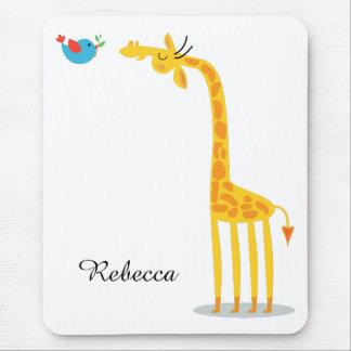 Jirafa y pájaro lindos del dibujo animado alfombrillas de ratón