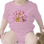 Jirafas de la mamá y del bebé camiseta
