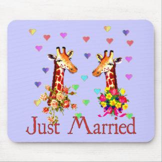 Jirafas del boda alfombrillas de ratones