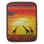 Jirafas en la puesta del sol (arte de Kimberly Tur Funda Para iPads
