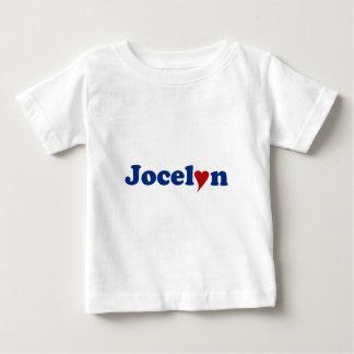 Jocelyn con el corazón polera