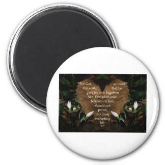 john 3:16 king james on heart leaf 2 inch round magnet