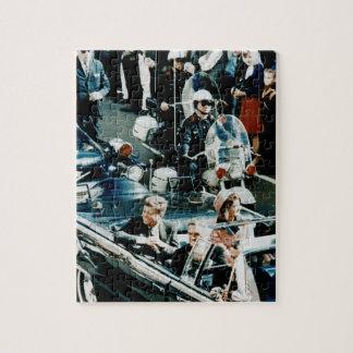 John F. Kennedy y Jackie en el desfile de automóvi Rompecabezas Con Fotos
