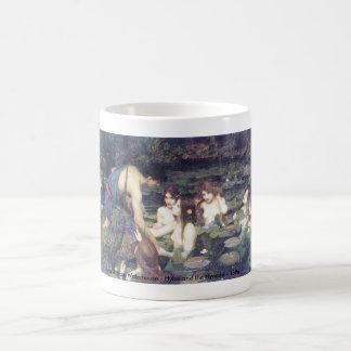 John William Waterhouse - Hylas y las ninfas Taza Básica Blanca