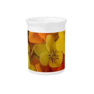 Johnny anaranjado y amarillo salta sube la jarra