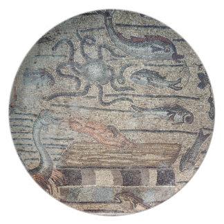 Jonah que es escupido hacia fuera por la ballena,  plato para fiesta