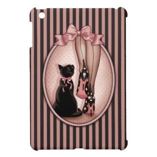 Joven mujer elegante y gato negro
