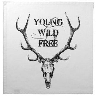 joven, salvaje, libre, diseño del texto con las servilletas imprimidas