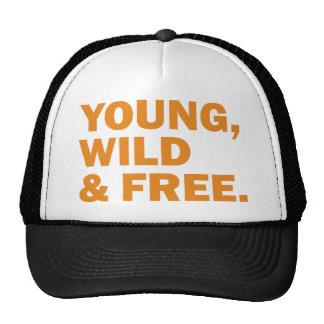 joven, salvaje y libre gorras