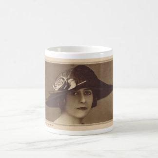 Jóvenes 1921 de Clara Kimball Taza Clásica