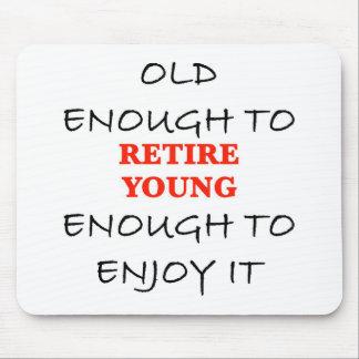 Jóvenes bastante a retirarse alfombrillas de raton