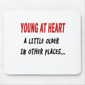 Jóvenes en el corazón tapete de ratones