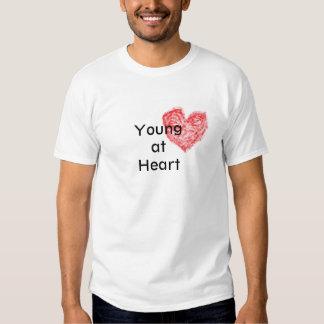 Jóvenes en la camiseta del corazón playeras