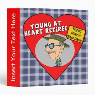 Jóvenes en la carpeta de Avery del corazón