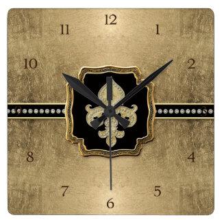 Joya del vintage de la flor de lis de la mirada de reloj cuadrado