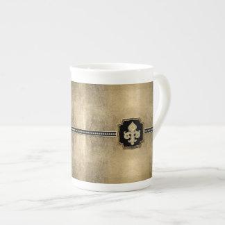 Joya del vintage de la flor de lis de la mirada de taza de porcelana