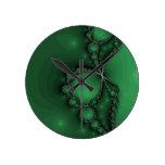 Joyas verdes y negras del fractal reloj de pared