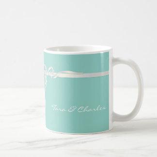 Joyero azul del huevo del petirrojo con la cinta b tazas de café