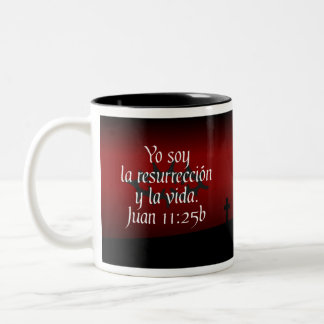 Juan 11:25b Taza Con Verso Biblico Two-Tone Coffee Mug