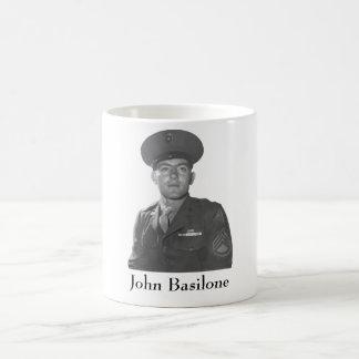 Juan Basilone -- Beneficiario de la medalla de hon Taza