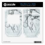 Juan Gris - todavía vida con el vidrio y el juego  Calcomanía Para BlackBerry Tour