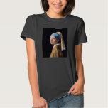 Juan Vermeer, chica con una camisa del pendiente