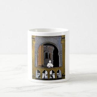 Juana de Arco en el Basilique du Bois Chenu Taza Básica Blanca