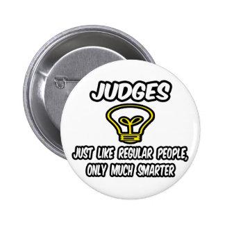 Jueces… como la gente regular, solamente más pin redondo de 2 pulgadas