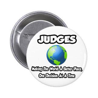 Jueces… que hacen el mundo un mejor lugar pin redondo de 2 pulgadas