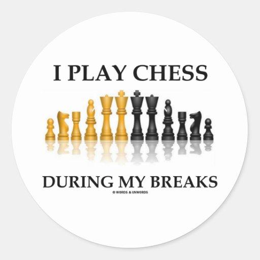 Juego a ajedrez durante mis roturas (el ajedrez etiqueta redonda