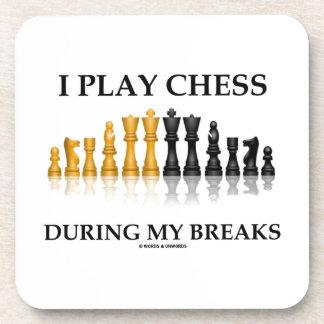 Juego a ajedrez durante mis roturas (el ajedrez posavasos de bebidas