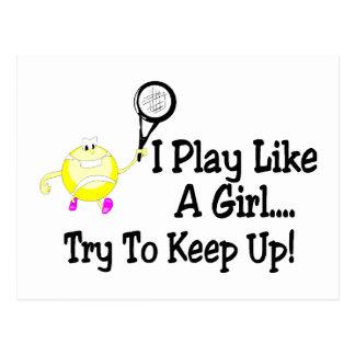 Juego a tenis como un intento del chica para postal