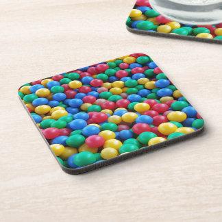 Juego colorido de los niños de las bolas del hoyo posavasos