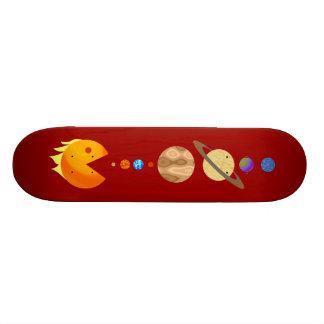 Juego con el monopatín divertido de los planetas