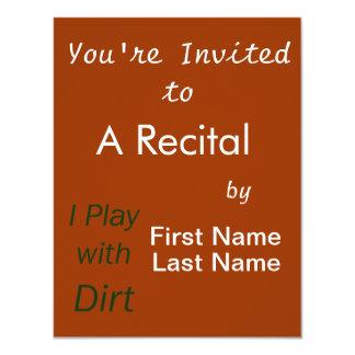 Juego con las letras del verde de la suciedad invitación 10,8 x 13,9 cm