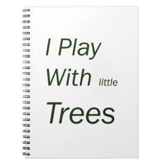 Juego con los pequeños árboles libro de apuntes con espiral