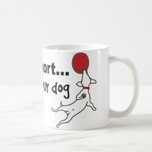 Juego con su perro tazas