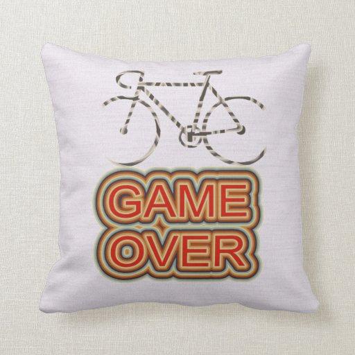 Juego de ciclo encima almohada