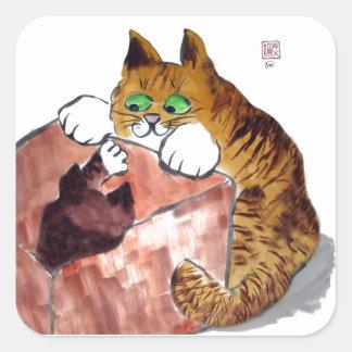 Juego de la caja por un gatito y un gato de Momma Pegatina Cuadrada