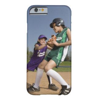 Juego de softball de la liga pequeña funda para iPhone 6 barely there